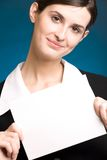 Segretaria o donna di affari con la scheda di nota in bianco, sorridente Fotografie Stock Libere da Diritti