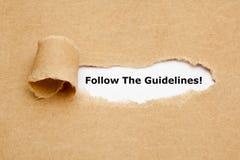 Segua la carta lacerata delle linee guida fotografia stock libera da diritti