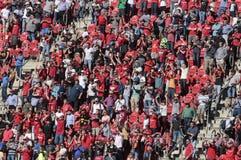 Seguidores do futebol no estádio fotografia de stock