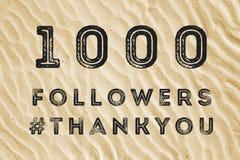 1000 seguidores en línea Imagenes de archivo