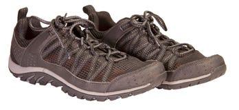 Seguimiento de las zapatillas de deporte negras que se divierten, material respirable, aislado Foto de archivo