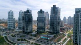 Seguimiento lateral de los edificios residenciales con paralaje metrajes