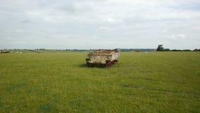 Seguindo o tiro do tanque de oxidação hull o descanso no campo video estoque