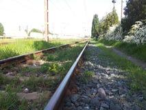 A seguito delle linee del treno fotografie stock