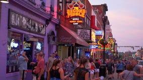 Segundo Fiddle Honky Tonk Bar em Nashville Broadway - Nashville, Estados Unidos - 16 de junho de 2019 vídeos de arquivo