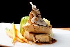 Segundo plato de cena fino, pechuga de pollo asada a la parrilla Foto de archivo