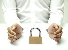 Segurança com um cadeado Fotografia de Stock Royalty Free