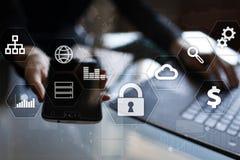 Segurança da proteção de dados, do Cyber, segurança da informação e criptografia tecnologia do Internet e conceito do negócio foto de stock