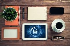 Segurança da Web e conceito da tecnologia com o PC da tabuleta na aba de madeira Fotos de Stock Royalty Free