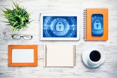 Segurança da Web e conceito da tecnologia com o PC da tabuleta na aba de madeira Fotografia de Stock