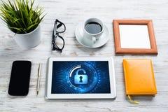 Segurança da Web e conceito da tecnologia com o PC da tabuleta na tabela de madeira Foto de Stock Royalty Free