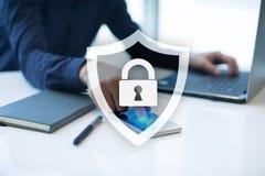 Segurança do Cyber, proteção de dados, segurança da informação Conceito da tecnologia do Internet Imagens de Stock