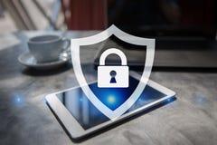 Segurança do Cyber, proteção de dados tecnologia do Internet e conceito do negócio Imagem de Stock Royalty Free