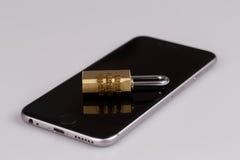 Segurança do telefone celular - fechamento e telefone no branco fotos de stock royalty free