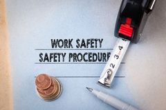 Segurança do trabalho e procedimentos de segurança perigos, proteções, saúde e regulamentos Imagens de Stock