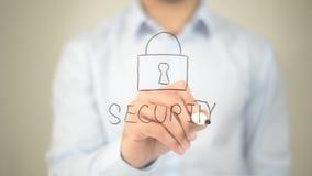 Segurança, escrita do homem na tela transparente Fotos de Stock