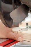 Segurança Labor - equipe o dedo da estaca com ferramenta de potência Imagem de Stock