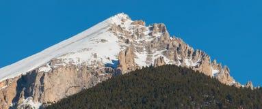 Seguretberg met sneeuw Stock Afbeeldingen