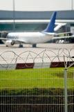 Seguridad aeroportuaria Imagen de archivo libre de regalías