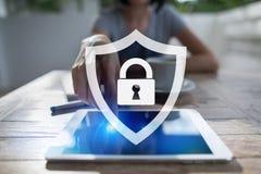 Seguridad cibernética, protección de datos, seguridad de la información y encripción tecnología de Internet y concepto del negoci imagenes de archivo