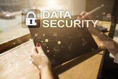 Seguridad cibernética, protección de datos, seguridad de la información y encripción tecnología de Internet y concepto del negoci foto de archivo libre de regalías