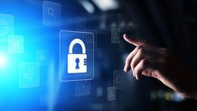 Seguridad cibernética, protección de datos personal, aislamiento de la información Icono del candado en la pantalla virtual Conce imagen de archivo libre de regalías