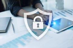 Seguridad cibernética, protección de datos, seguridad de la información y encripción fotografía de archivo libre de regalías