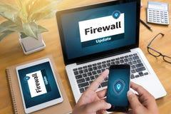 Seguridad de la protección de la alarma del antivirus del cortafuego y seguridad cibernética imagen de archivo libre de regalías