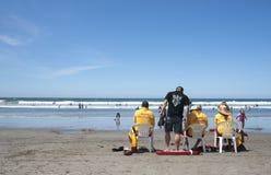 Seguridad de los nadadores del reloj de los guardias de vida. Foto de archivo