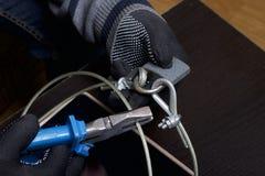 Seguridad de ordenador Protección del acceso a los datos La tableta es protegida por un cable de la seguridad y una cerradura Un  imágenes de archivo libres de regalías
