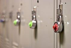 Seguridad del bloqueo de pista en un armario de la escuela Imagen de archivo