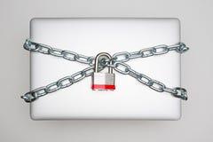 Seguridad del ordenador portátil foto de archivo libre de regalías