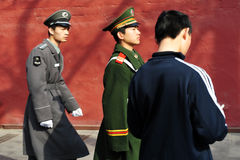 Seguridad en Plaza de Tiananmen en Pekín China Imagen de archivo