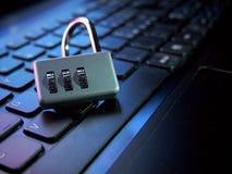 Seguridad informática violada imágenes de archivo libres de regalías