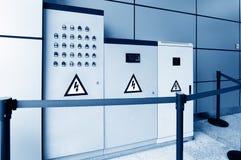Seguridad para la advertencia eléctrica del panel activada Foto de archivo
