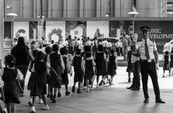 Seguridad Person Evacuating Kids Foto de archivo