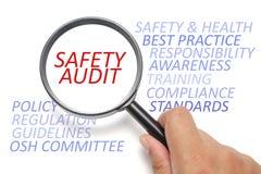 Seguridad y sanidad en el lugar de trabajo conceptual, foco en auditoría de seguridad Imagen de archivo libre de regalías
