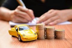 Seguro de carro do conceito do negócio ou venda e carro da compra, financi do carro fotos de stock royalty free