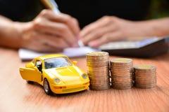 Seguro de carro do conceito do negócio ou venda e carro da compra, financi do carro imagem de stock