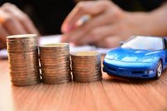Seguro de carro do conceito do negócio ou venda e carro da compra, financi do carro fotos de stock