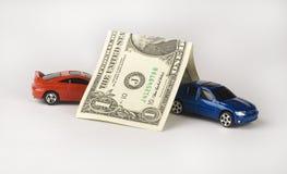 Seguro de coche representado por los coches cubiertos por un dólar Imagenes de archivo