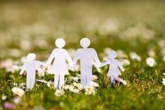 Seguro de vida familiar, família de proteção, conceitos de família imagens de stock