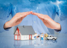 Seguro Live Car Protection Concept home imagens de stock royalty free