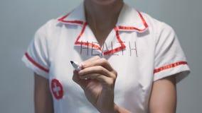 SEGURO MÉDICO, escritura femenina del doctor en la pantalla transparente metrajes