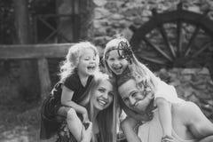 Seguro para a família inteira Férias de verão, aventura, descoberta, conceito do desejo por viajar fotografia de stock royalty free