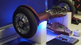 Segway轮子转动,服务和维修车间,工作力度表现  股票视频