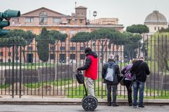 Segway dans la ville Photos stock