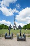 Segway parkeerde vooraan de Toren van Eiffel Stock Afbeelding