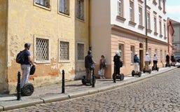 Segways auf den Straßen von Prag Lizenzfreies Stockfoto