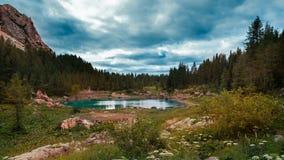 Sehen Sie von einem See im Triglav See-Tal an Stockbilder